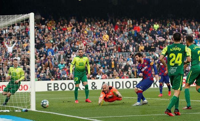 Messi buộc Eibar vào lưới nhặt bóng bốn lần. Ảnh: Reuters.