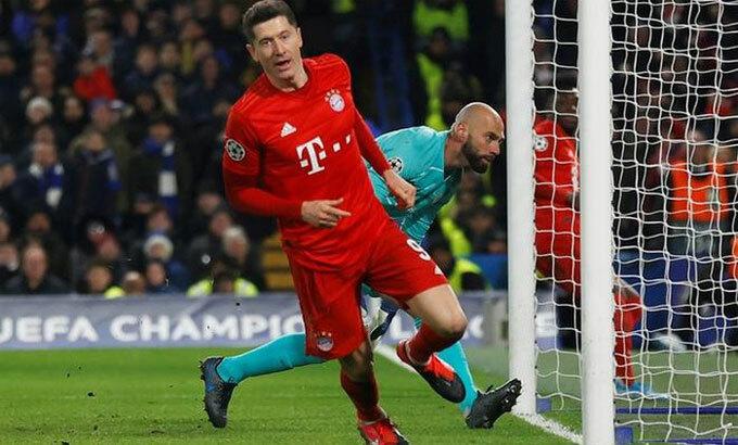 Lewandowski có sự ổn định không kém Messi và Ronaldo. Ảnh: Reuters.