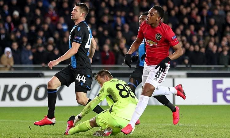 Bàn thắng của Martial (phải) ở lượt đi giúp Man Utd chỉ cần hòa không bàn thắng là đi tiếp. Ảnh: REX.