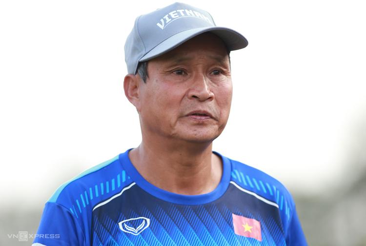 HLV Mai Đức Chung nói ông không biết Việt Nam có bao nhiêu % cơ hội đánh bại Australia. Ảnh: Lâm Thoả