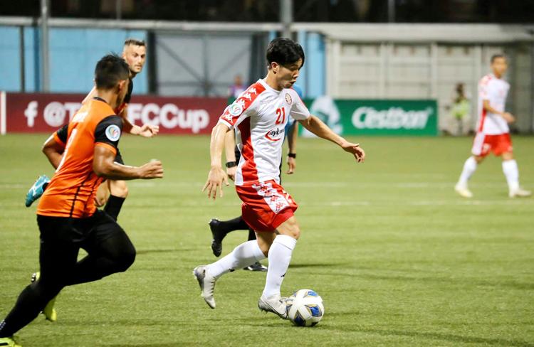 Công Phượng đang có phong độ cao với hai bàn thắng trong hai trận tại AFC Cup. Ảnh: TP HCM