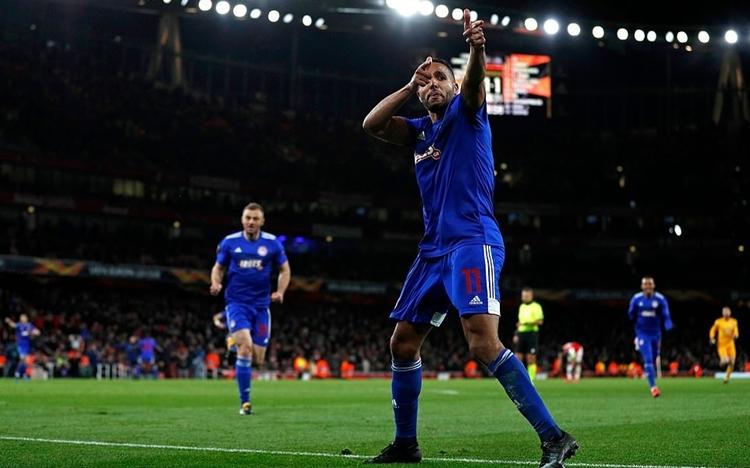 El-Arabi mừng bàn thắng, mang chiếc vé đi tiếp cho Olympiakos. Ảnh: AFP.