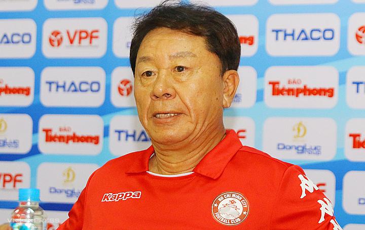 HLV Chung Hae-soung trong buổi họp báo trước trận Siêu Cup Việt Nam 2020. Ảnh: Đình Viên.