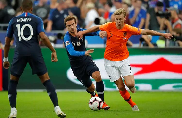De Jong từng khiến các nhà vô địch thế giới Pháp vất vả trong trận đấu tại Paris hôm 9/9/2018. Ảnh: Reuters.