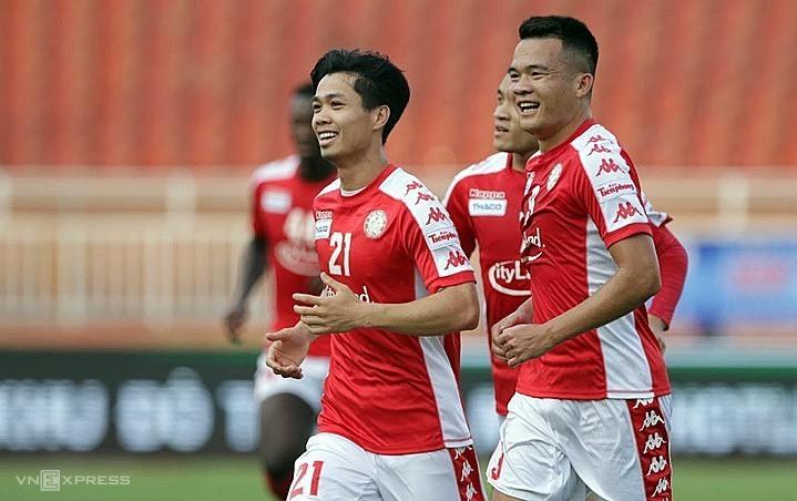 Công Phượng và các đồng đội liên tiếp phải đá sân khách ở AFC Cup lẫn V-League. Ảnh: Đức Đồng.
