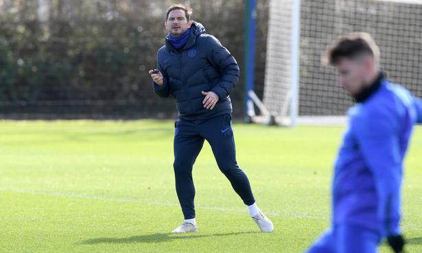 Lampard trên sân tập, chuẩn bị cho trận gặp Liverpool. Ảnh: Chelsea FC.