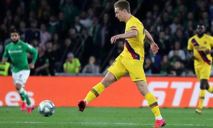 De Jong không có vai trò thủ lĩnh tại Barca. Ảnh: Reuters.