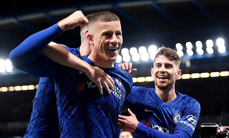Niềm vui của Barkley (trái) sau khi ấn định tỷ số 2-0. Ảnh: Chelsea FC.