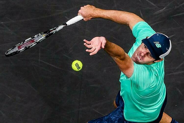 Giao bóng là vũ khí lợi hại nhất của Opelka. Ảnh: Tennis World.