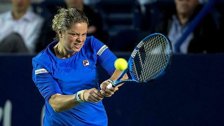 Cú quả của Clijsters vẫn đa dạng và hiệu quả sau bảy năm không thi đấu. Ảnh: EPA.