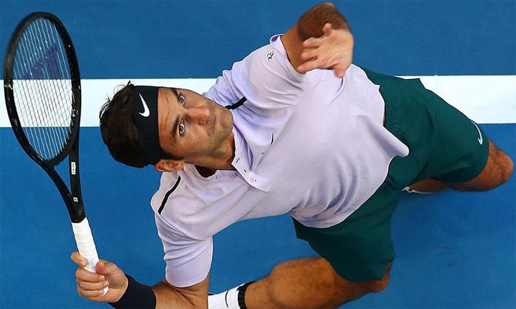 Giao bóng hai là một trong những bí quyết giúp Federer trụ vững trong nhóm Big Three. Ảnh: Reuters.