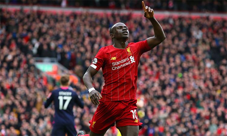 Sadio Mane mừng bàn nâng tỷ số lên 2-1 ở phút 33 trên sân Anfield hôm 7/3.