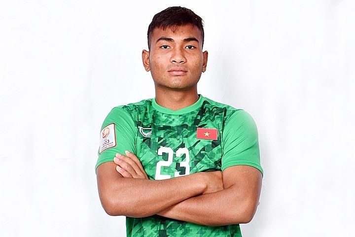Thủ mônY Êli NiÊ trong màu áo đội U23 Việt Nam.
