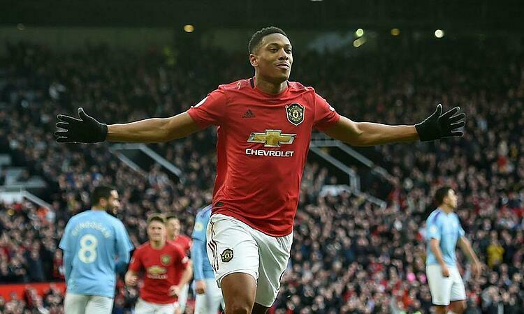 Martial mở tỷ số ở trận derby Manchester tối 8/3. Ảnh: EPA.