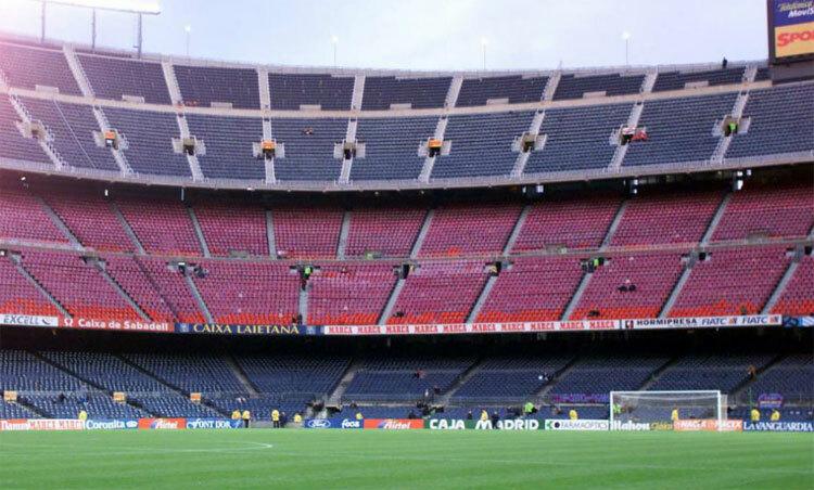 Sân Nou Camp sẽ không có khán giả cổ vũ trận Barca - Napoli. Ảnh: Marca.