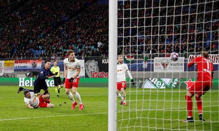 Nỗ lực dứt điểm của Alli là pha tấn công đáng chú ý nhất trong hiệp hai của Tottenham. Ảnh: Reuters.