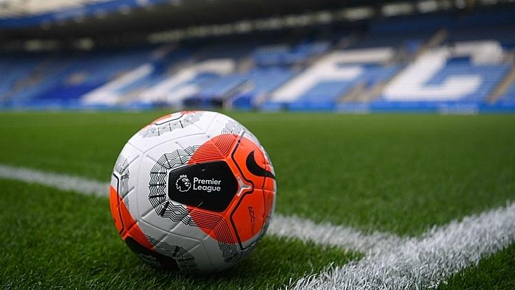 Bóng sẽ ngừng lăn trên các sân đấu Ngoại hạng Anh trong tháng này. Ảnh: FOX.