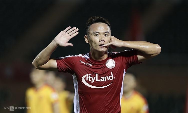 Xuân Nam mừng bàn thắng thứ ba trong năm trận gần nhất. Ảnh: Đức Đồng.