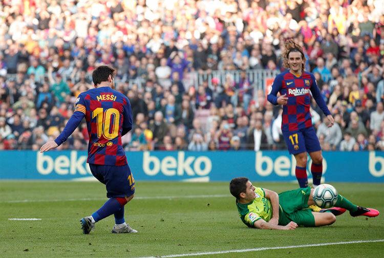 Messi chỉ còn là cái bóng so với thời đỉnh cao, nhưng vẫn trên tầm những cầu thủ còn lại ở La Liga. Ảnh: Reuters.