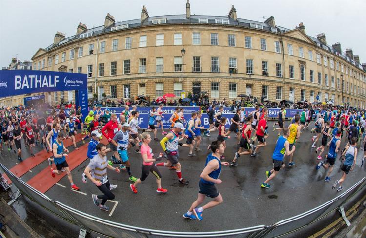 Bất chấp sự phản đối của nhiều runner, Bath Half Marathon vẫn diễn ra. Ảnh: Somersetlive.