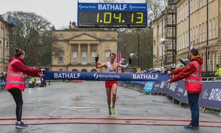 Paul Pollock về nhất trên đường chạy Bath Half Marathon hôm 15/3. Ảnh: Somersetlive.