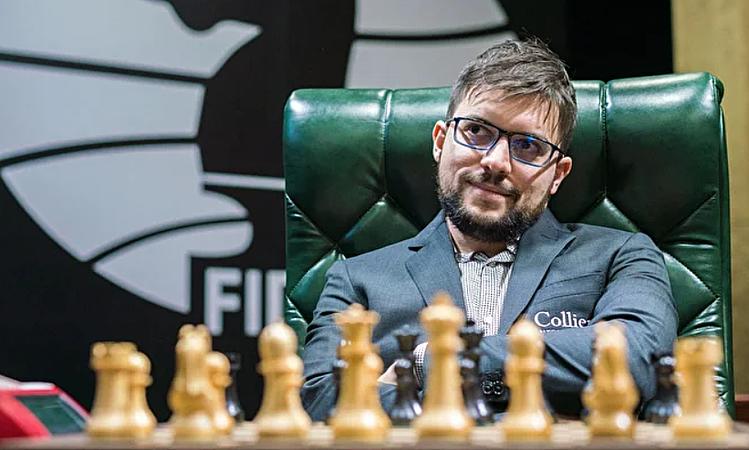 Maxime Vachier-Lagrave là kỳ thủ dự bị, thế chỗ Teimour Radjabov, nhưng đang đồng dẫn đầu cùng Ian Nepomniachtchi và Vương Hạo. Ảnh: Lennart Ootes.