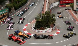 F1 hoãn thêm ba chặng