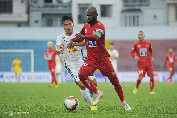 Quảng Nam hoà Hải Phòng 1-1 trong trận đấu tại vòng hai trên sân Lạch Tray.