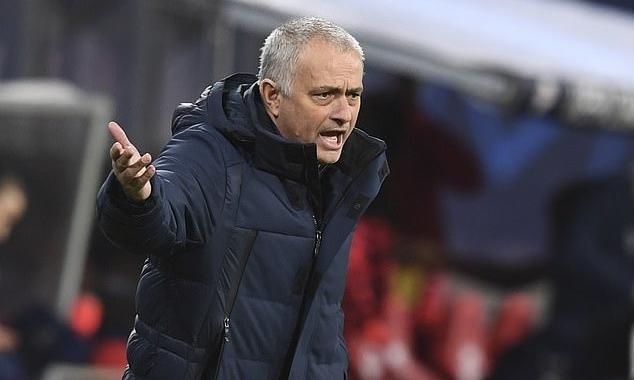 Mourinho dẫn dắt Tottenham với mức lương cao thứ nhì Ngoại hạng Anh, chỉ sau Guardiola. Ảnh: EPA.