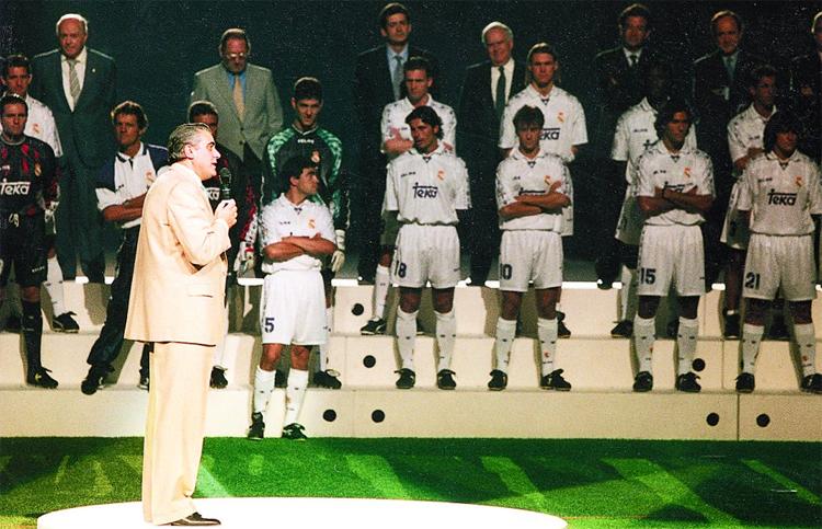 Sanz phát biểu trong buổi lễ công bố đội hình Real trước mùa giải 1996-1997. Ảnh: AS.