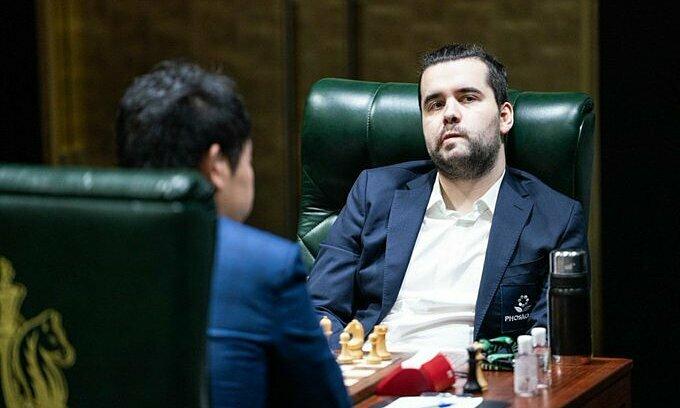 Nepomniachtchi vượt mặt Fabiano Caruana và Đinh Lập Nhân. Ảnh: FIDE.