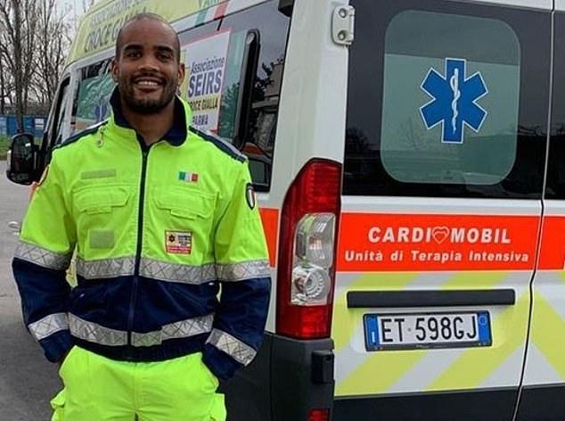 Mbanda trong trang phục của một tài xế cứu thương. Ảnh: Instagram.