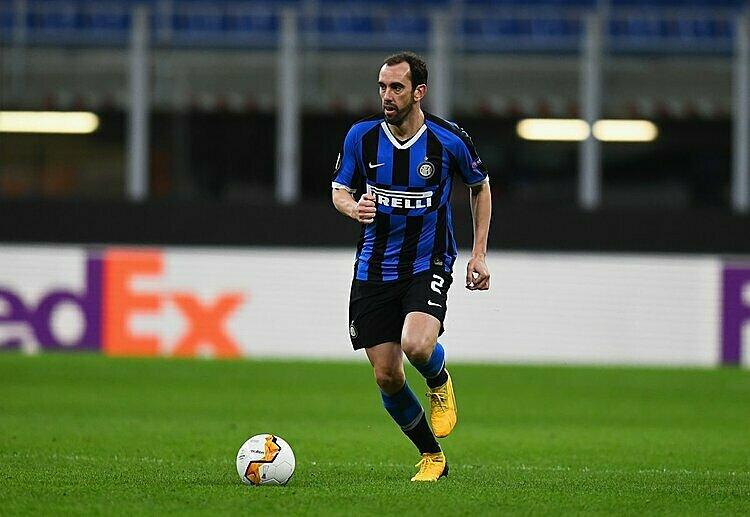 Godin đang không có chỗ đứng vững chắc tại Inter. Ảnh: Calciomercato.