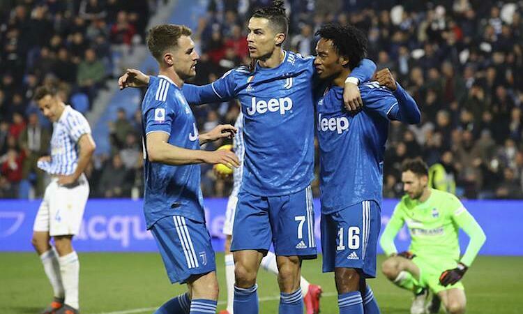 Juventus đi đầu trong việc giảm lương cầu thủ tại Serie A. Ảnh: Reuters.