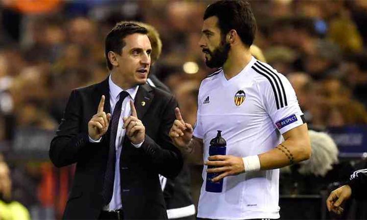 Neville nhận ra ông không phù hợp với công việc ở Valencia sau khi một phát biểu của trụ cột Negredo trong phòng thay đồ. Ảnh: EFE.