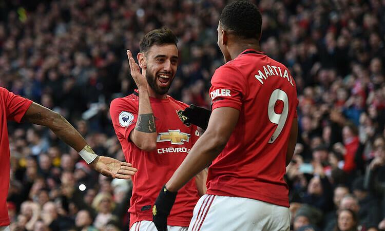 Fernandes được Petit xem là bản hợp đồng thành công nhất trong kỳ chuyển nhượng mùa đông. Ảnh: Reuters.