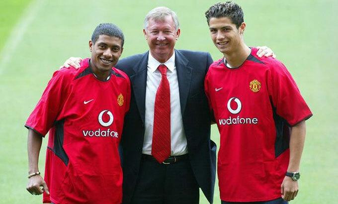 Ferguson cho ra mắt hai tân binh, Kleberson và Ronaldo năm 2003. Ảnh:PA.