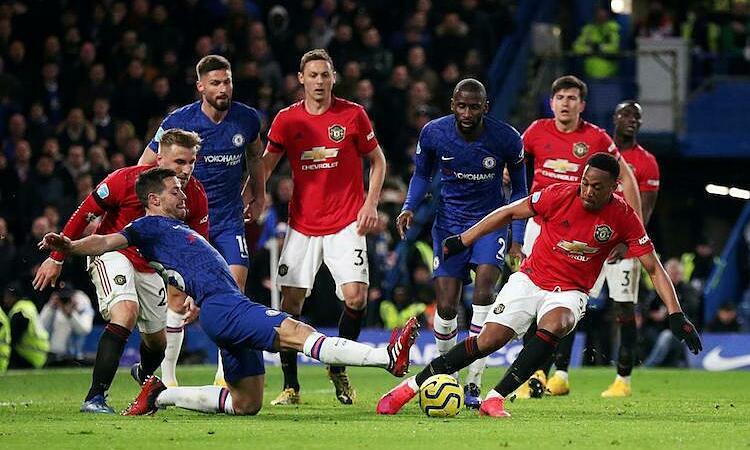 Số liệu của Opta dự đoán Chelsea vượt qua Man Utd trong cuộc đua vào top bốn. Ảnh: Reuters.