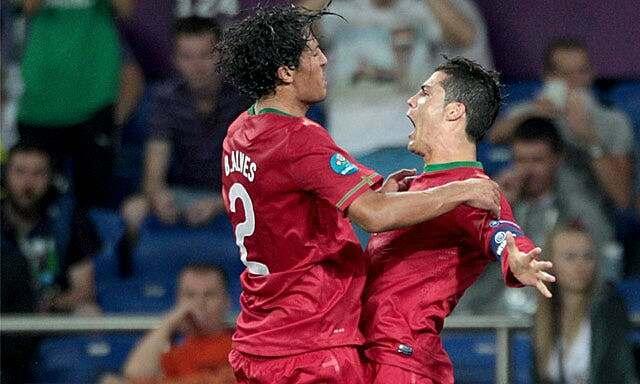 Bruno Alves (trái) học theo Ronaldo để duy trì thể lực. Ảnh: PA.