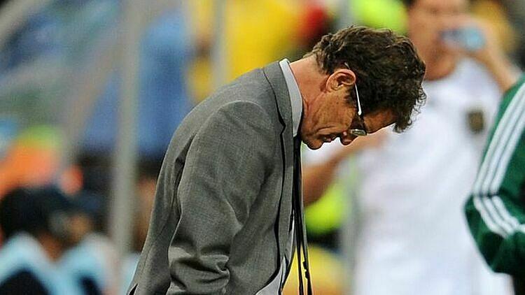 Capello thất vọng khi tuyển Anh mất oan bàn thắng và bị loại. Ảnh: Sky.