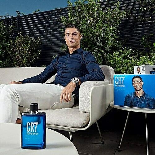 Ronaldo hưởng lương cao thứ ba thế giới, sau Messi và Neymar, nhưng sở hữu nhiều thương hiệu hái ra tiền.