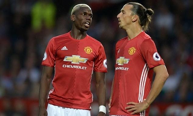 Pogba (trái) và Ibrahimovic từng sát cánh với nhau trong màu áo Man Utd. Ảnh: AFP.