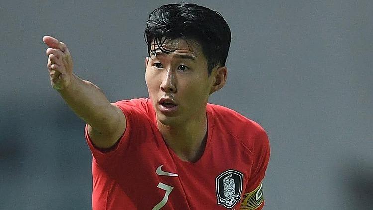 Son Heung-min phải lao động công ích sau khi hoàn thành khóa huấn luyện. Ảnh: AFP.