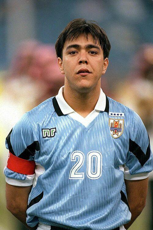 Recoba khoác áo tuyển Uruguay giai đoạn 1995-2007, nhưng không có dấu ấn đáng kể nào.