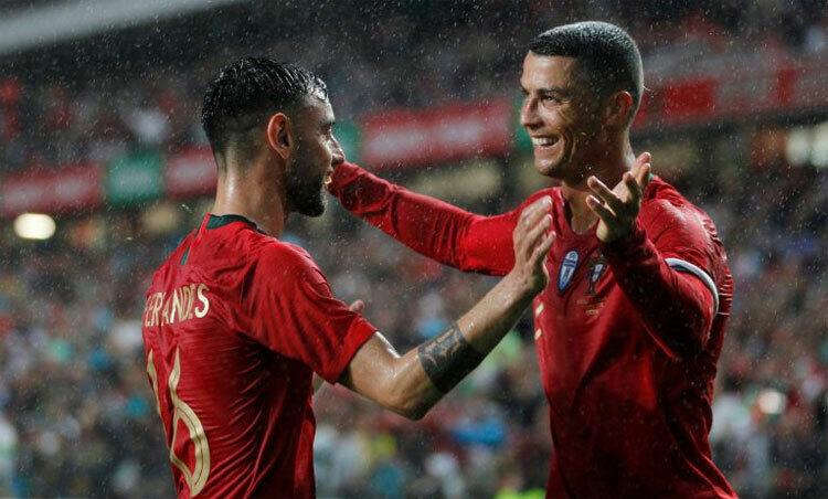 Ronaldo và Bruno Fernandes đều là trụ cột của đội tuyển. Ảnh: Reuters.