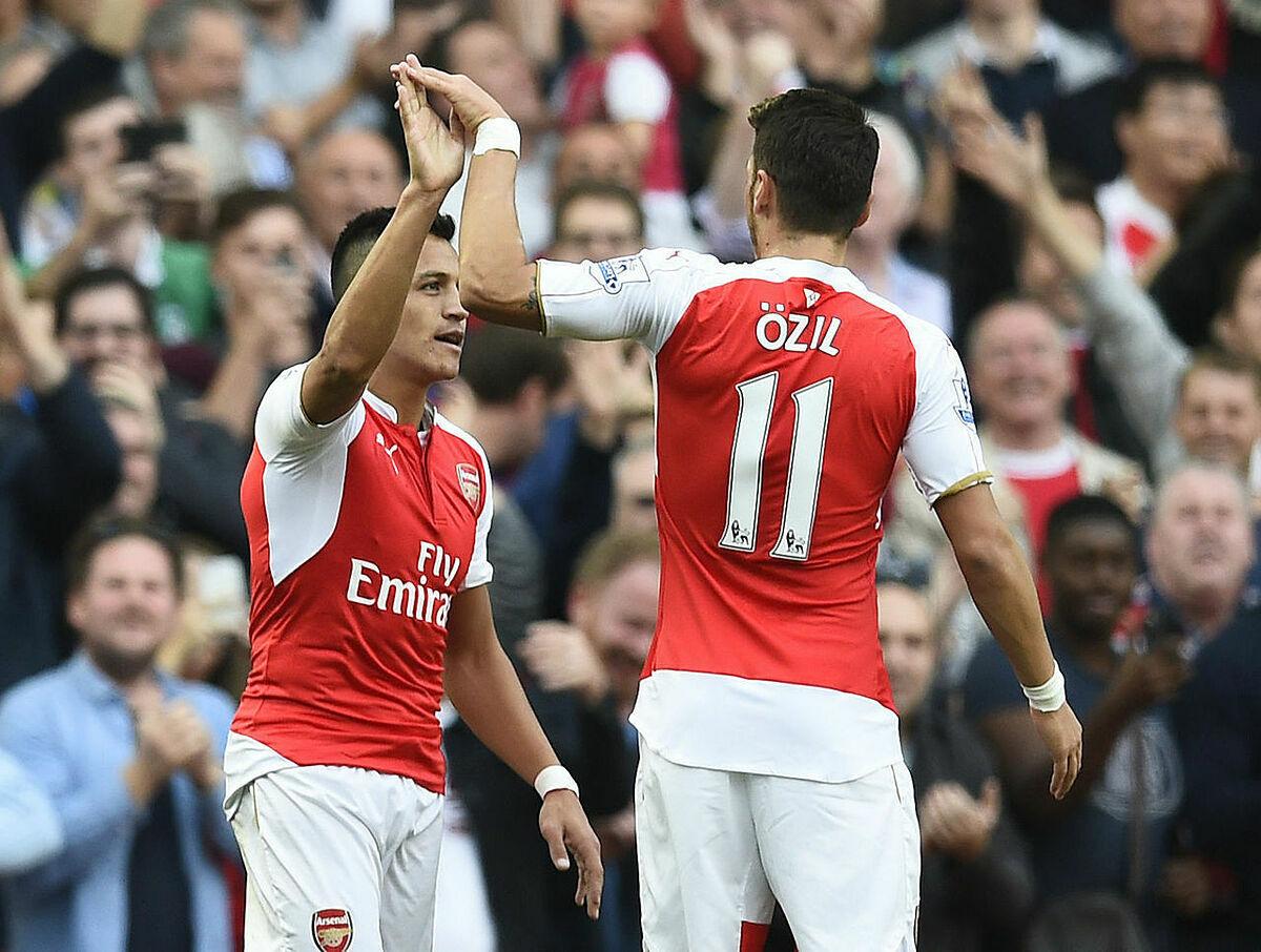 Sanchez (trái) và Ozil là một cặp đôi hoàn hảo của Arsenal trong giai đoạn cuối triều đại Arsene Wenger. Ảnh: Reuters.
