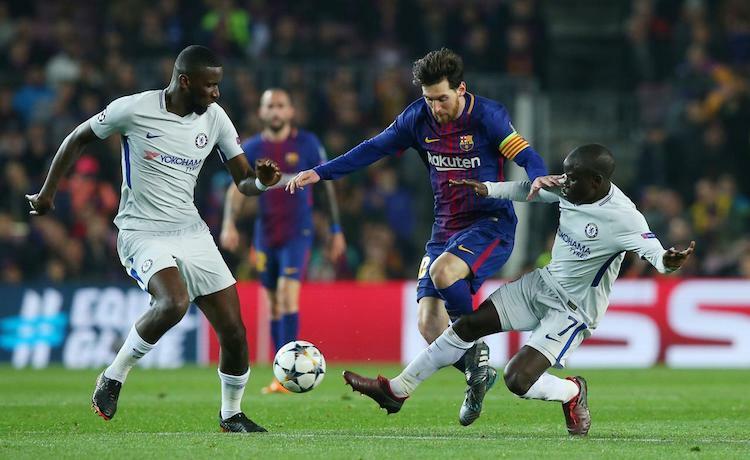 Rudiger (trái) không thể ngăn Messi ghi bàn trong hai lần đối đầu vào năm 2018. Ảnh: Reuters.