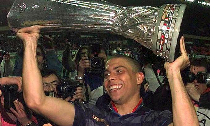 Ronaldo Nazario từng giành một Cup C2 với Barca, một UEFA Cup với Napoli, một La Liga với Real và hai World Cup với tuyển Brazil. Ảnh: AP.