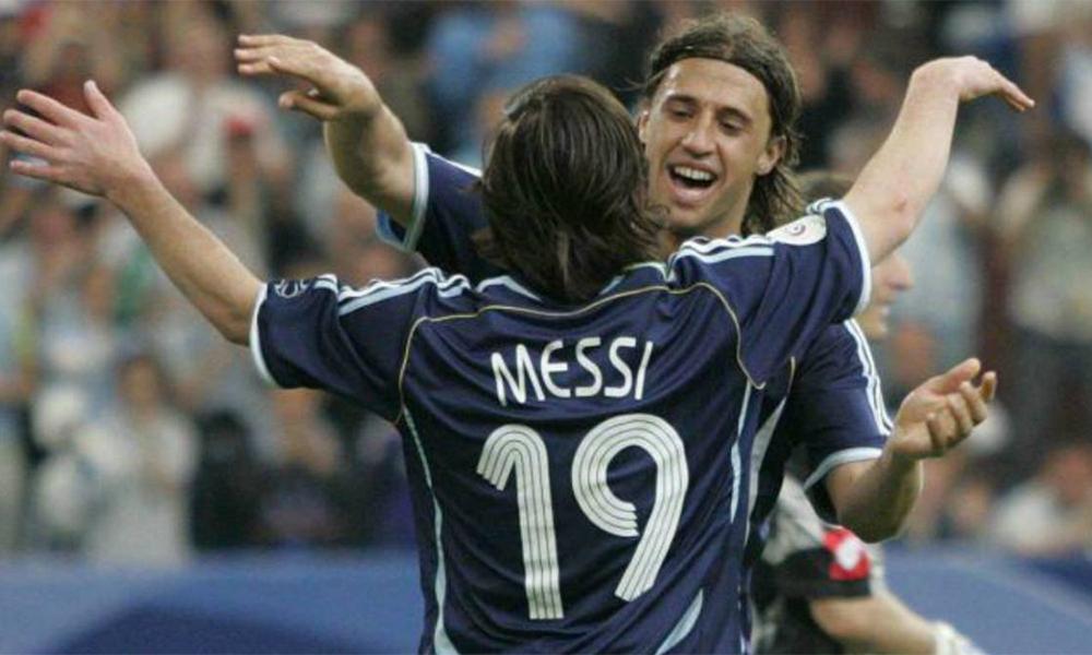 Crespo (phải) cho rằng bóng đá nợ Messi danh hiệu World Cup. Ảnh: EFE.