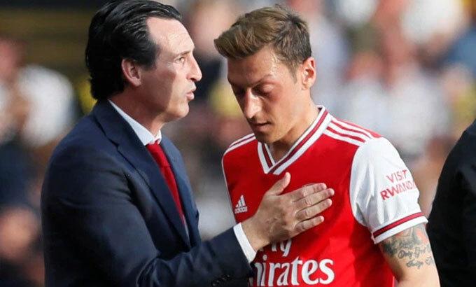 Emery dẫn dắt Arsenal hơn một năm thì bị sa thải. Ảnh: Reuters.